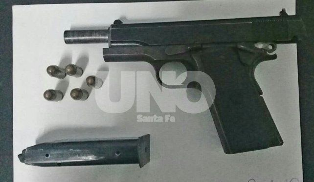 9 milímetros marca FM: el arma secuestrada.