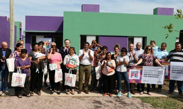 Leone y Michlig inauguraron 10 viviendas en Hersilia, entregaron aportes y anunciaron nuevas soluciones habitacionales