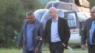Gianni Infantino fue recibido por Chiqui Tapia en Buenos Aires