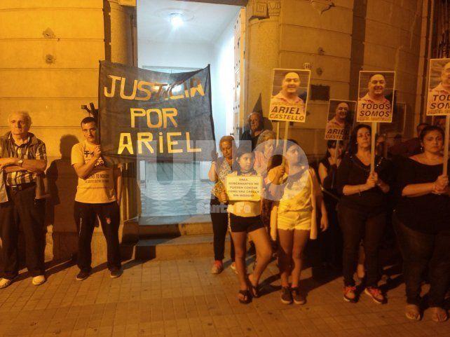 Días atrás. Una multitud copó el pasado 3 de abril la Seccional 4ª a raíz del crimen de Ariel Castelló ocurrido en barrio Roma.