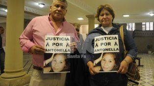 Piden Justicia. El tío y la madre de la víctima esta mañana en tribunales.