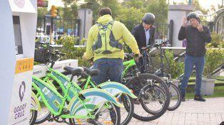 Un municipio pagará $800 al empleado que vaya a trabajar en bici