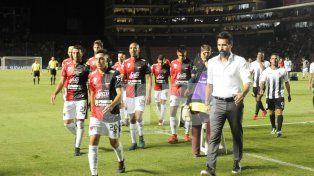 Eduardo Domínguez y el plantel se juegan mucho en los próximos seis partidos