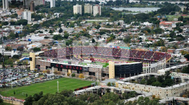El partido entre Colón y Vélez continuará a puertas cerradas