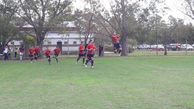 La Perla aprovechó para escaparse en la punta del Torneo Apertura