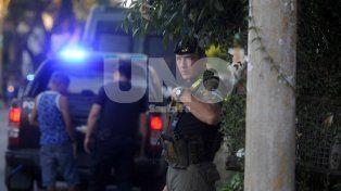 Requisas y allanamientos. En la ciudad la policía secuestra un promedio de dos armas por día.