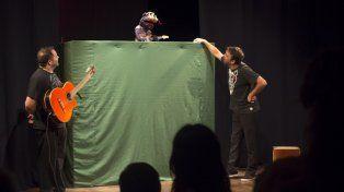 Re-vuelo de títeres en el Teatro