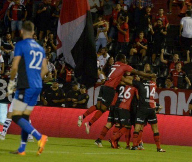 Newells le asestó la tercera derrota consecutiva a Talleres