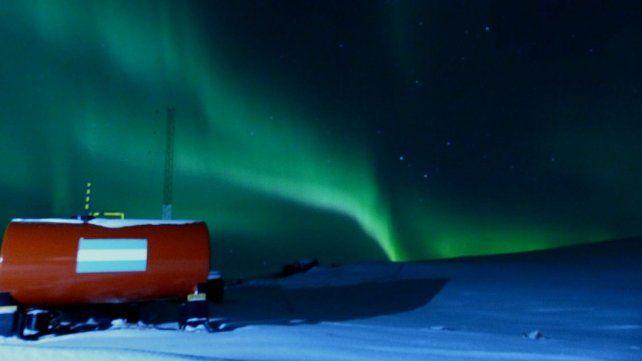 ¿Por qué se tiñó de verde el cielo en la Antártida Argentina?