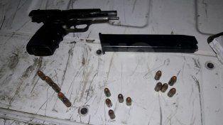 Secuestro. Arma y cargador con 25 balas que tenía en su poder el dominicano detenido en Rosario