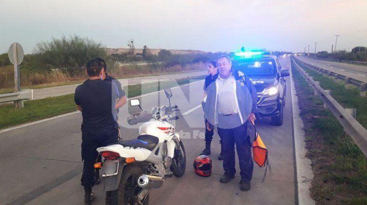Desgracia con fortuna: un motociclista chocó un caballo y salvó su vida de milagro