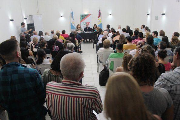 Con un destacado marco de público se realizó la conferencia sobre la Reforma Constitucional