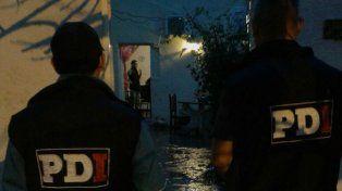 Operativo. Personal de la Policía de Investigaciones (PDI) allanó este viernes una vivienda de barrio Centenario.