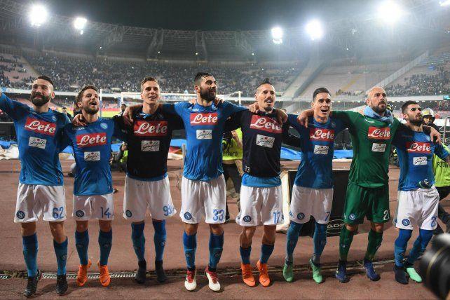 Napoli le ganó en el final a Juventus y puso el Calcio al rojo vivo