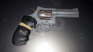 Bº Centenario: detuvieron a un sujeto con un revólver 32 cargado
