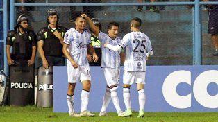 Atlético Tucumán goleó a The Strongest y sueña con la clasificación