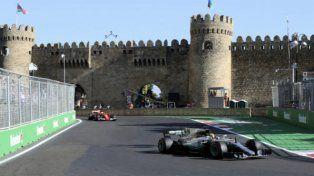 Hamilton va por su primera victoria en Azerbaiyán