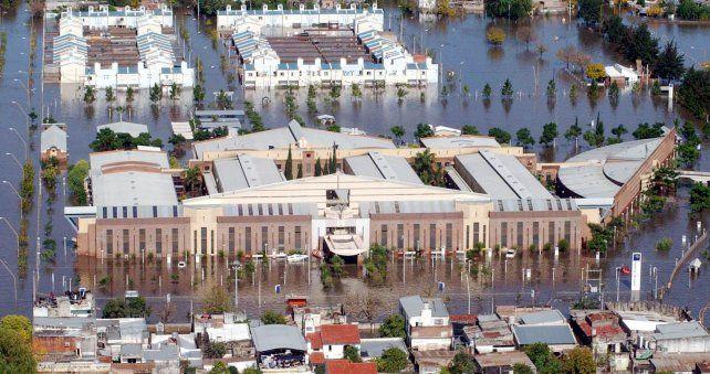 El Hospital Dr. Orlando Alassia bajo el agua. FOTO: Télam