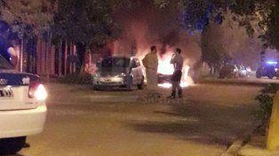 El momento en que el auto toma fuego.