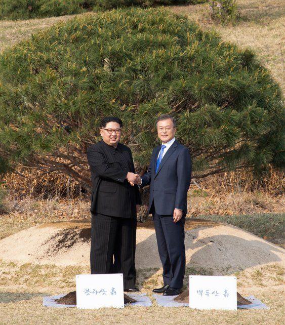 Los presidentes de las dos Coreas prometieron dar inicio a un nuevo capítulo