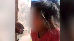En el video las autoridades pudieron corroborar como la madre le dio de fumar a la menor de 4 años.