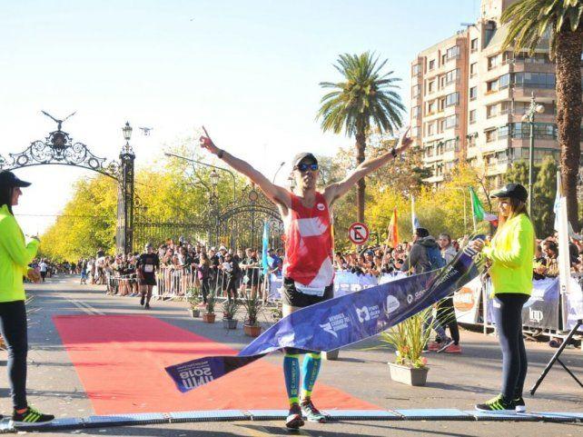 Nicolás Ternavasio se quedó con el Maratón Internacional de Mendoza