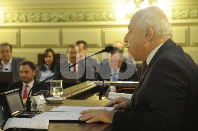 Discurso. El gobernador les habló a los legisladores y autoridades provinciales y locales durante 59 minutos.