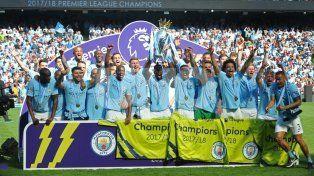 Manchester City celebró el título en casa con un empate ante Huddersfield