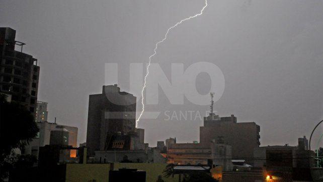 Rige un alerta por tormentas fuertes con lluvias intensas para Santa Fe