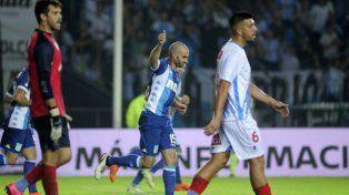 Racing venció a Arsenal y sueña con clasificarse a la Libertadores