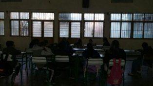 Apagón contra el tarifazo en las escuelas