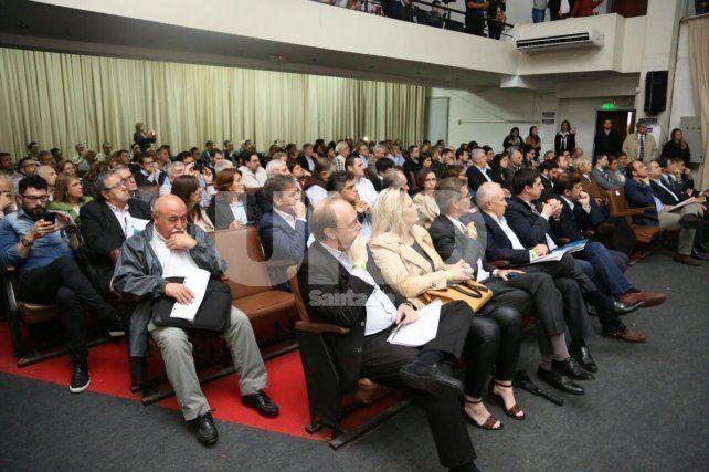 El auditorio de la UTN a sala llena por la Audiencia Pública por el gasoducto de la Costa