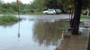 En la costa y en el norte de la ciudad, muchas viviendas sufren por las lluvias