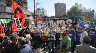 Movimientos y organismos vinculados a los Derechos Humanos estuvieron presentes fuera del tribunal.