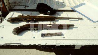 Cruento tiroteo con dos aprehendidos y dos armas secuestradas
