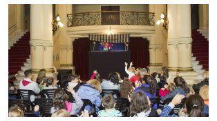 Pasen y vean títeres en la Explanada del Teatro Municipal