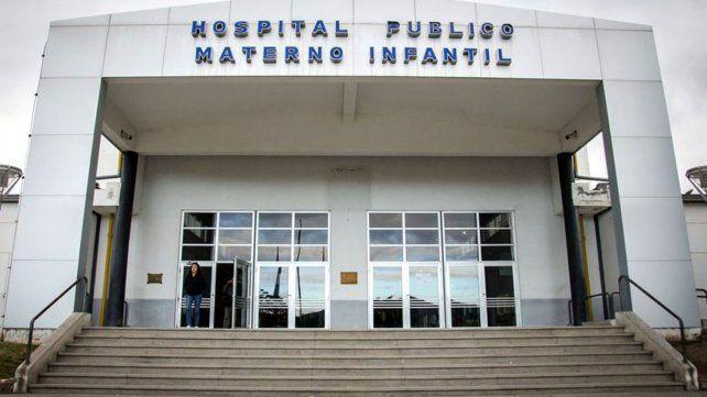Fue al hospital por dolores en el estómago y descubrieron que está embarazada de su padrastro