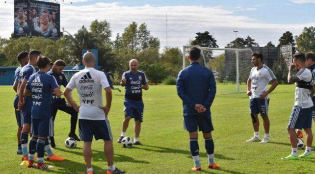 Clima Mundial: varios futbolistas entrenaron en el predio de Ezeiza