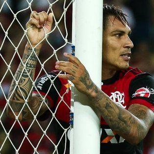 siguen las malas para paolo guerrero: flamengo suspendio su contrato