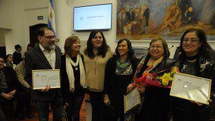 El Concejo reconoció a la artista Lucía Schmidhalter, creadora de la estatuilla.