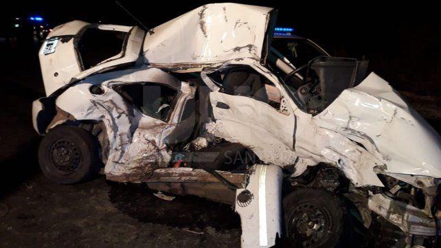 Una automovilista murió tras chocar contra un camión