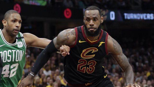 Cleveland empató la serie con un descomunal LeBron James