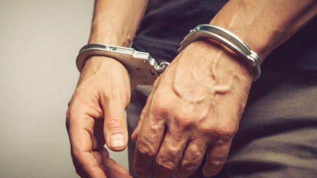 Lo detuvieron por violar al hijo de 15 de su expareja en reiteradas ocasiones