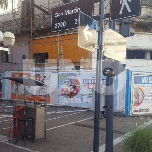 Ampliaron la valla de la esquina de La Rioja y San Martín por precaución