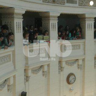 Participación. Las gradas estuvieron colmadas de mujeres que siguieron atentas la sesión de Diputados donde se consiguió la media sanción para la ley de paridad.