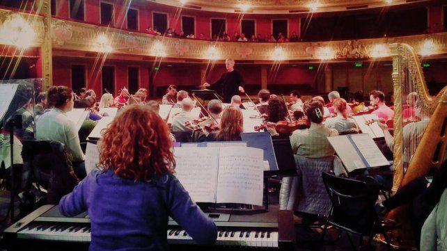 La Orquesta Sinfónica Provincial se presentó bajo la batuta del maestro Walter Hilgers en la Sala Mayor del Teatro Municipal