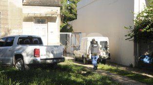 Peritajes. En diciembre del año pasado comenzaron a realizarse excavaciones en el domicilio -General Paz al 7300- del único detenido en la causa.