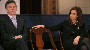 De presidente a presidenta. Mauricio Macri y cristina Kirchner volvieron a sacarse chispas.