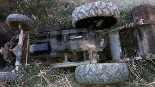 Murió un trabajador al caer con su tractor a una zanja en el sur provincial