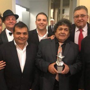Los Palmeras, junto a Rubén Carughi fueron premiados por el álbum Los Palmeras 45 años.